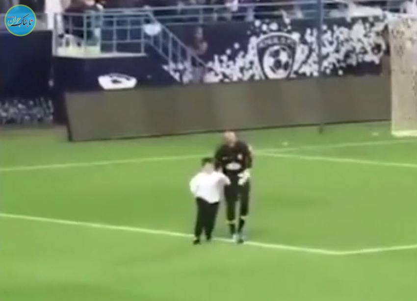 بچه دیکتاتور در زمین فوتبال!