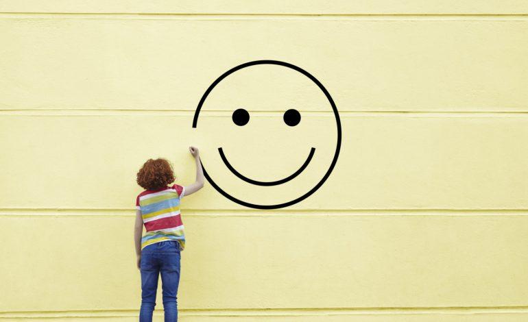 لبخند روی دیوار