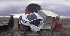 لحظه تصادف وحشتناک قطار با خودرو!