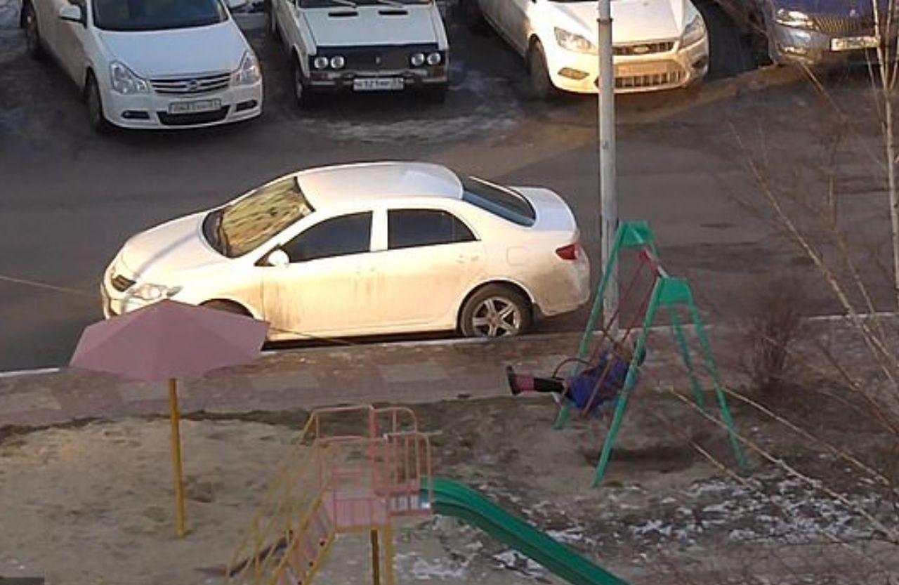اقدام خنده دار مادر تنبل برای تفریح فرزندش+فیلم