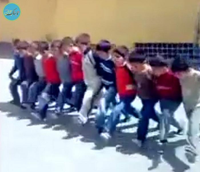 بسته خبری : تشویق دانشآموزان به رقص توسط خانم معلم !