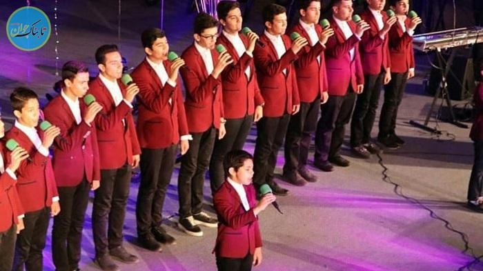 اجرای سرود جنجالی در مقابل مسوولین!
