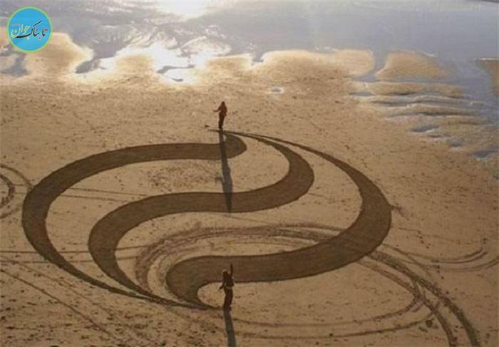 بسته خبری : تبدیل ساحل دریا به بوم نقاشی توسط هنرمند خلاق
