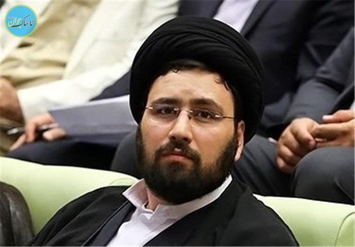 واکنش سید علی خمینی به افرادی که قصد بوسیدن دستش را دارند+ فیلم