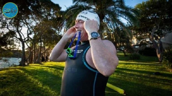 سر کار رفتن مرد استرالیایی با شنا!