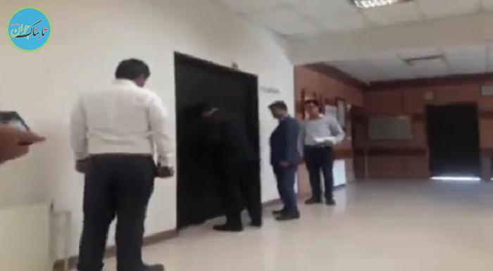 در شهرداری رباطکریم به روی شهردار قفل شد! + فیلم