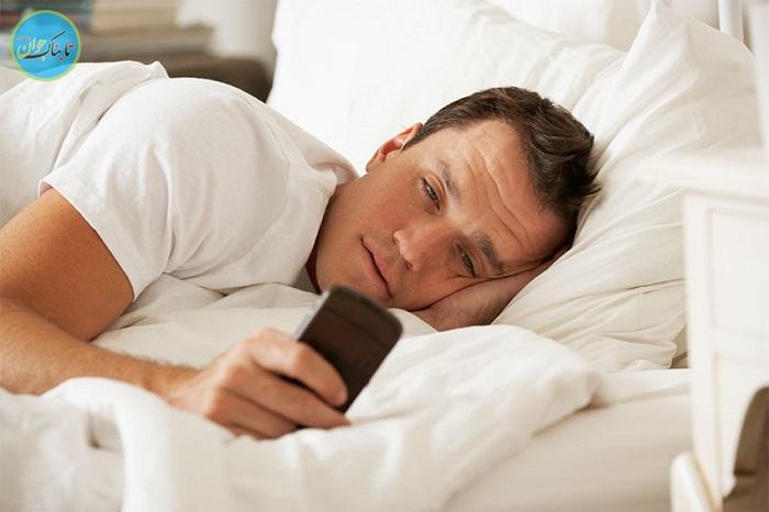 گوشی بازی در رختخواب