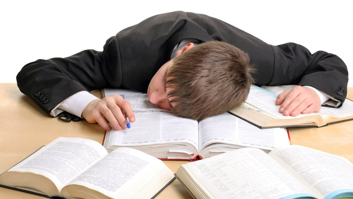 دانش آموز خوابیده