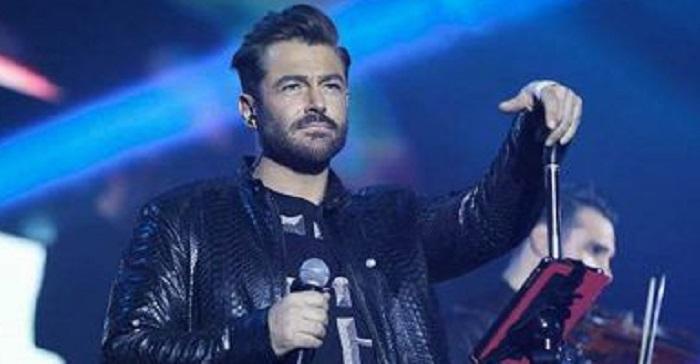 محمد رضا گلزار در کنسرتش