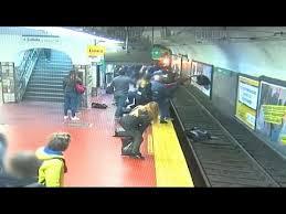 نجات معجزه آسای زنی در ایستگاه مترو