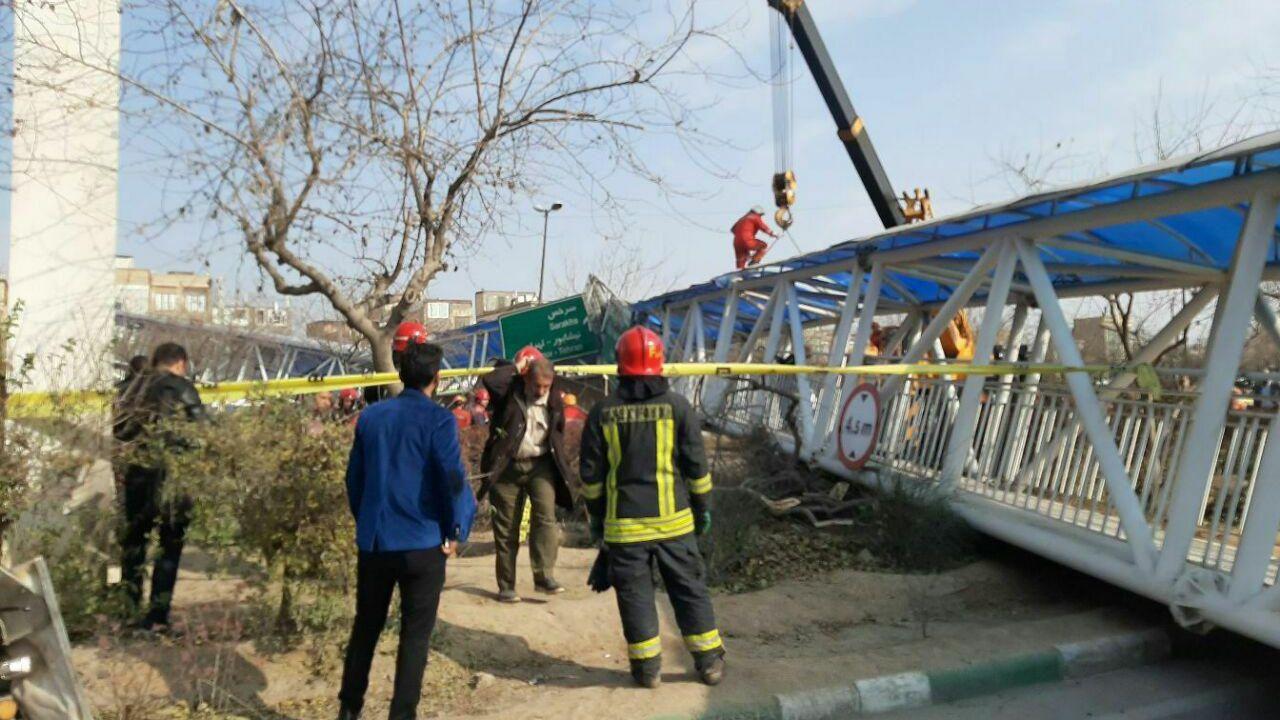لحظه سقوط پل عابر در مشهد