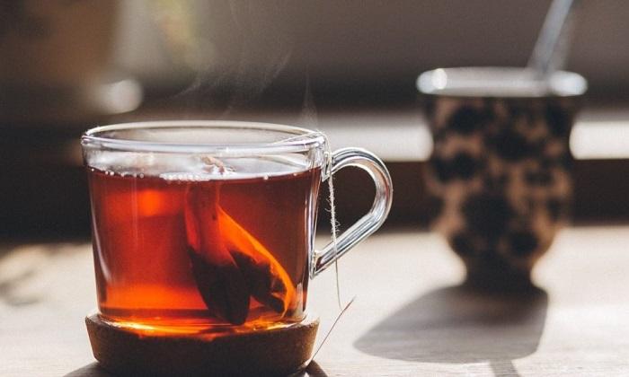 ۹ دردسری که با مصرف زیاد چای سراغ تان میآید