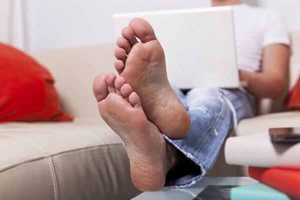 قرار دادن لپ تاپ روی پا