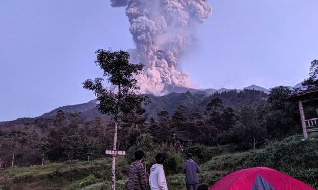 لحظه فعال شدن آتشفشان مراپی در اندونزی