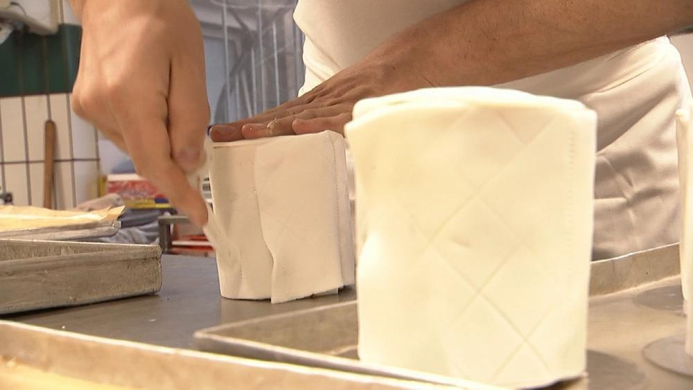 کیک دستمال توالت