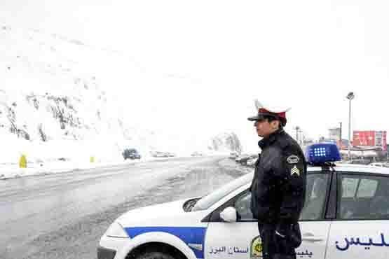 افسر پلیس راهور در برف