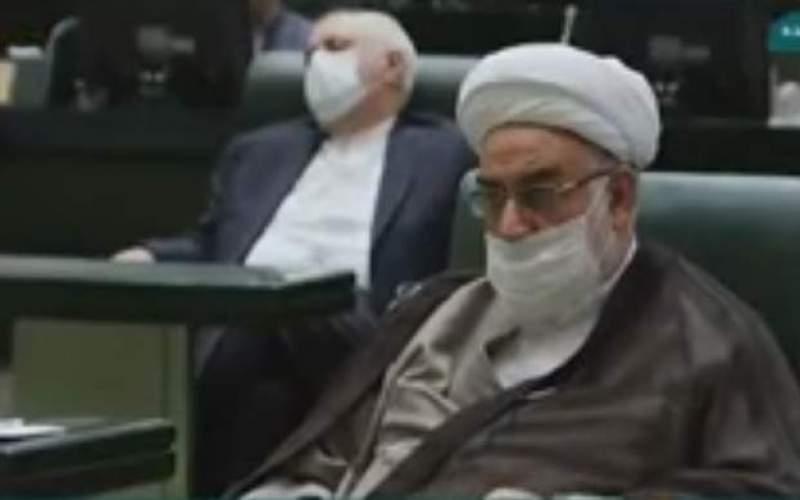 تصویر حاشیه ساز از ظریف در مجلس یازدهم و توضیح یک خبرنگار