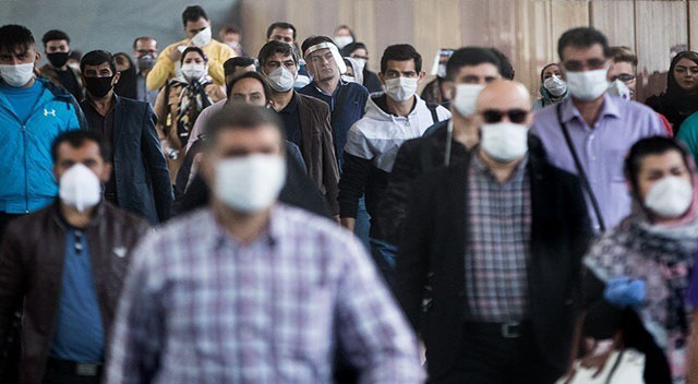 مردم ماسک زده