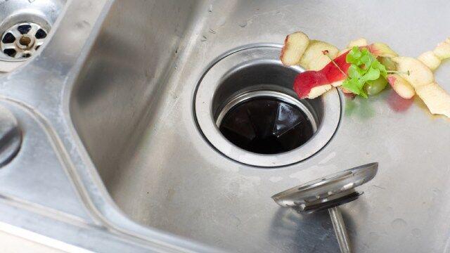 ۸ موردی که نباید اجازه دهید در راه آب ظرفشویی برود