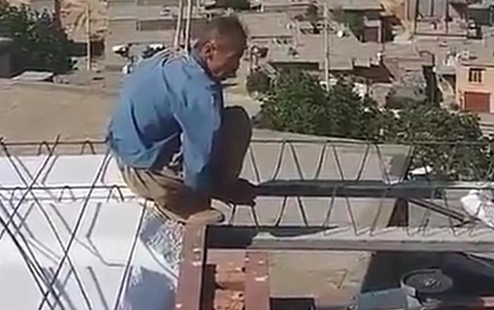 مرد مریوانی در پشت بام