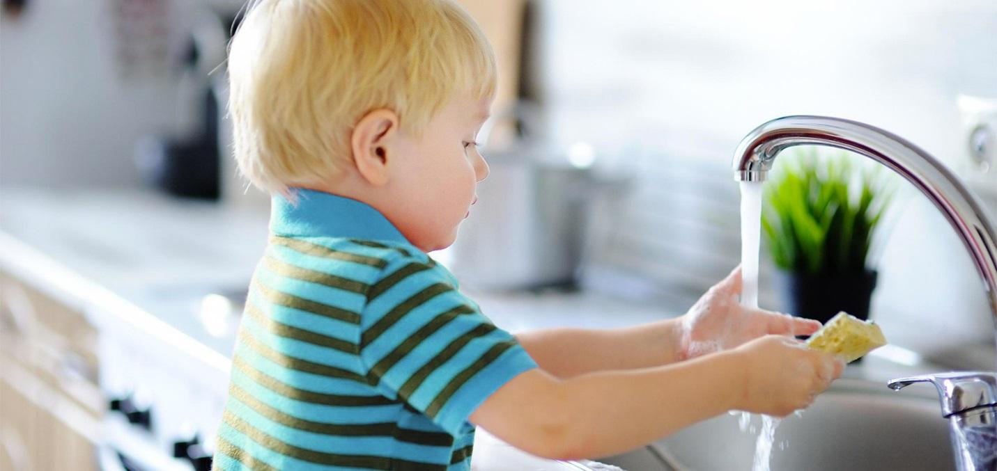 خوردن مایع ظرفشویی توسط کودک