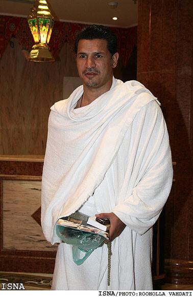 علی دایی در لباس احرام