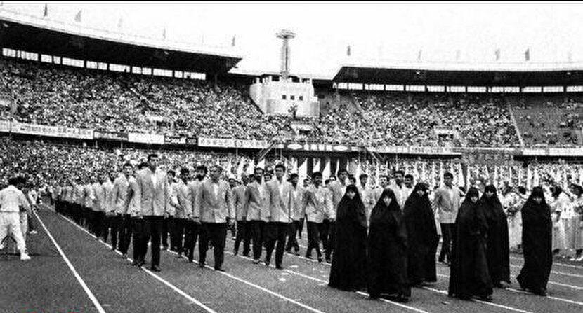 لباس جالب ایرانیان در رژه بازیهای آسیایی ۱۹۹۰ پکن